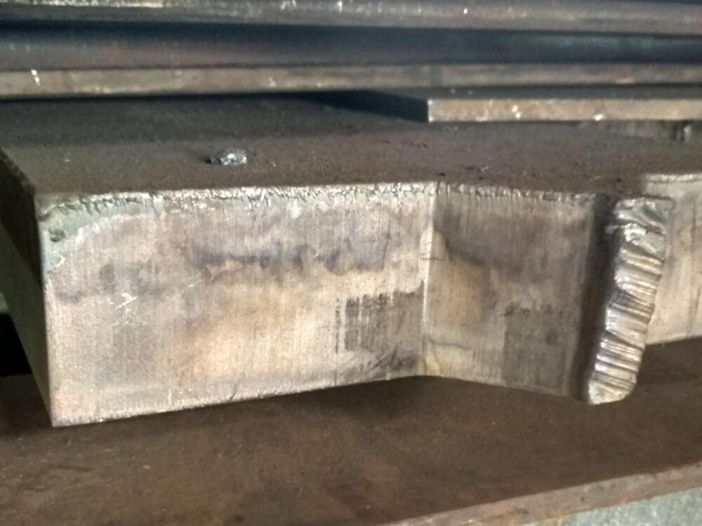 Металл толщиной 100 мм порезанный на чпу станке